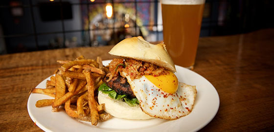BURGER-WITH-EGG-AND-PULLED-PORK_SIP-RESTAURANT_PLATTSBURGH